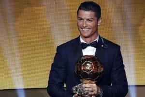 كريستيانو رونالدو يقترب من الفوز بالكرة الذهبيه ل 2016