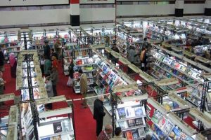 ارتفاع الأسعار المبالغ فيه يزعج زوار معرض الكتاب في أولى أيامه
