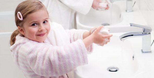 6 نصائح عملية لتعليم طفلك النظام والنظافة